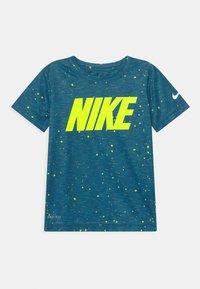 Nike Sportswear - FAUX SPACE - Print T-shirt - game royal - 0