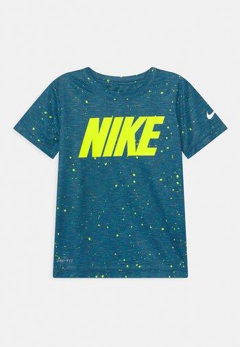 FAUX SPACE - Print T-shirt - game royal
