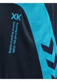 Hummel - ACTION POLY  - Krótkie spodenki sportowe - black iris/atomic blue - 3