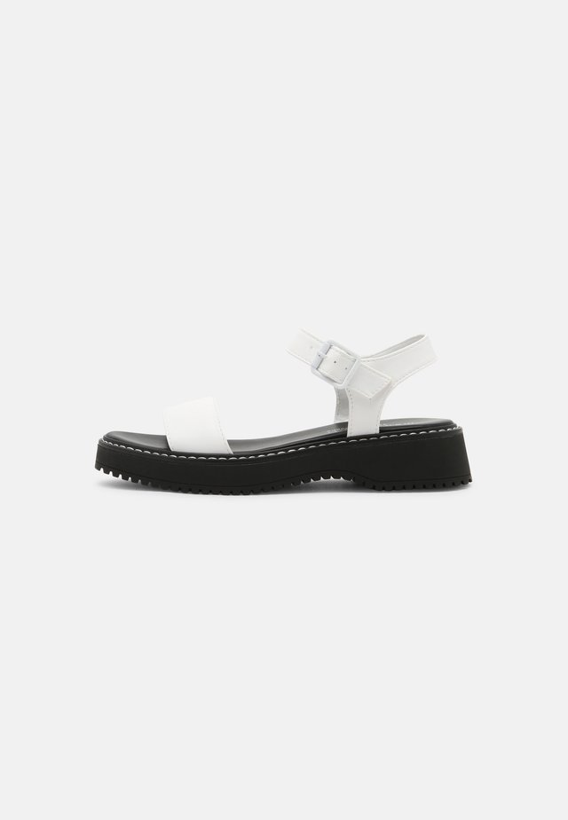 HARIS - Sandały na platformie - white