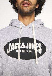 Jack & Jones - JOR30HISTORY HOOD - Hoodie - light grey melange/black - 4
