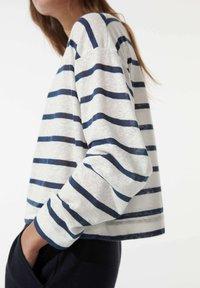 OYSHO - Long sleeved top - white - 3
