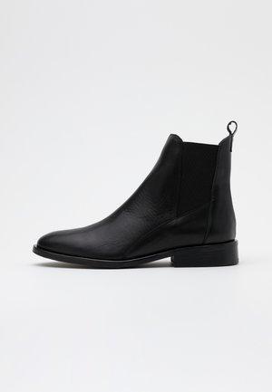 FINNA CHELSEA - Korte laarzen - black