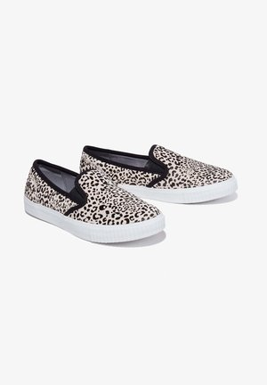 Slip-ons - black and white leopard