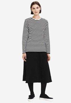 PITKÄHIHA  - Long sleeved top - white/ black