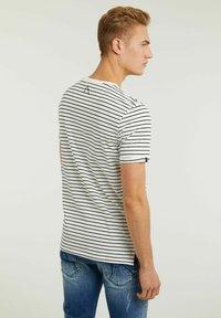 CHASIN' - SHORE - Print T-shirt - white - 1