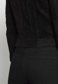 Vero Moda - VMROYCESALON SHORT JACKET - Leather jacket - black - 3