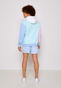 Tommy Jeans - COLOR BLOCK HOODIE - Sweatshirt - light powdery blue - 2
