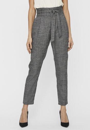 VMEVA HR LOOSE PAPERBAG AMY PANT - Teplákové kalhoty - black