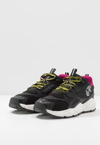 Timberland - RIPCORD LOW SNEAKER - Trainers - black/pink - 2