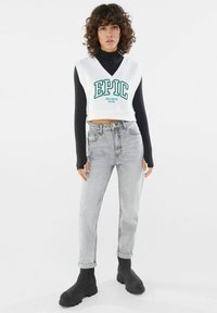 Bershka - MOM FIT JEANS - Relaxed fit jeans - grey - 1