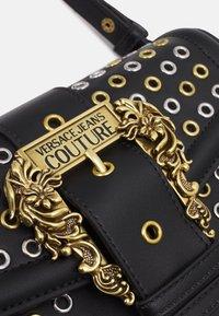 Versace Jeans Couture - BUCKET - Kabelka - nero - 5