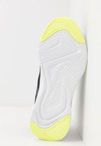 Puma - SOFTRIDE RIFT TECH - Zapatillas de running neutras - black/fizzy yellow - 4