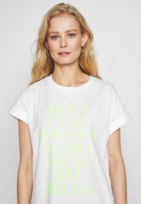Rich & Royal - HELLO - Print T-shirt - neon yellow - 3