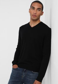 Benetton - BASIC V NECK - Stickad tröja - black - 0