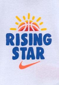 Nike Sportswear - RISING STAR HAT BODYSUIT BOOTIE SET - Čepice - white - 3