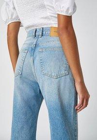 PULL&BEAR - FLARE-FIT - Široké džíny - blue - 4