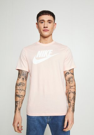 TEE ICON FUTURA - T-shirt med print - washed coral/white