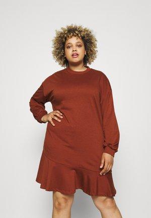 OVERSIZED TIER MINI DRESS WITH ROUND NECKLINE - Jersey dress - dark rust