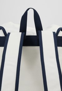 Tommy Jeans - HERITAGE BACKPACK - Rucksack - white - 7