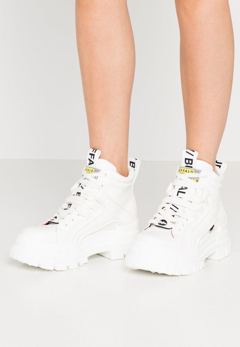 Buffalo - VEGAN ASPHA MID - Platform ankle boots - white