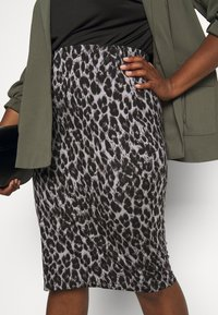 CAPSULE by Simply Be - LEOPARD PRINT MIDI TUBE SKIRT - Pencil skirt - black/grey - 3