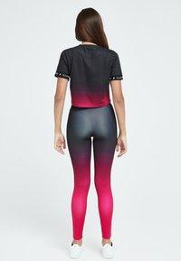 Illusive London Juniors - LONDON FADE  - Leggings - Trousers - pink black - 2