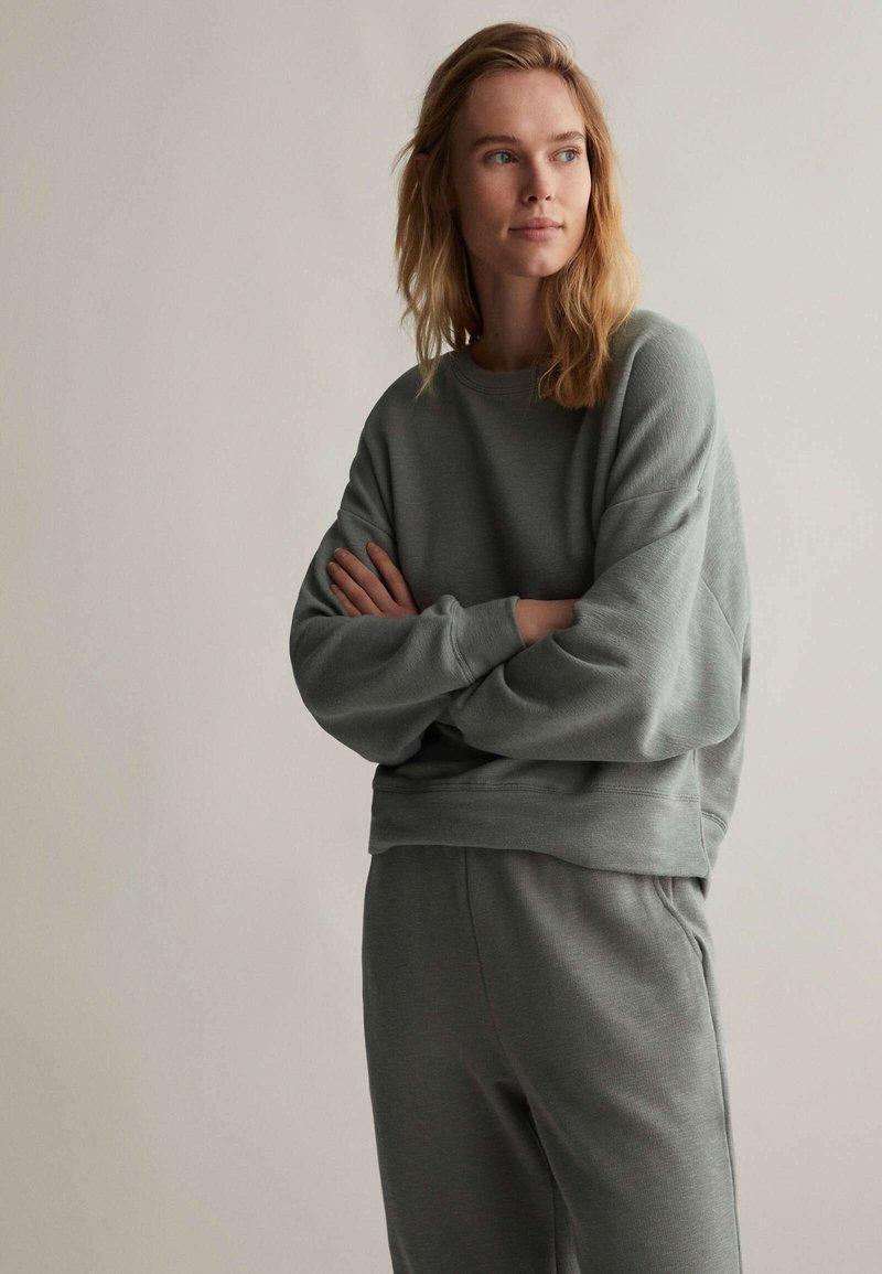 OYSHO - Sweatshirt - khaki