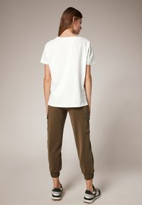 comma casual identity - MIT FOTOPRINT - Print T-shirt - white placed print - 2