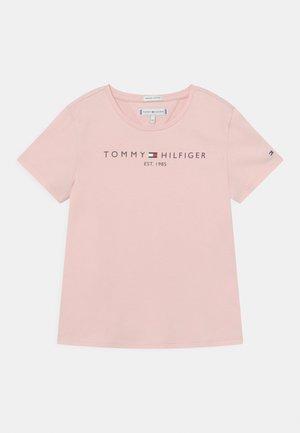 ESSENTIAL TEE  - Camiseta estampada - delicate pink