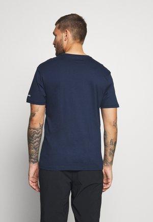 BASIC LOGO™ SHORT SLEEVE - T-shirt z nadrukiem - collegiate navy/white