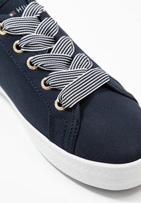 Tommy Hilfiger - ESSENTIAL NAUTICAL SNEAKER - Sneakersy niskie - desert sky - 2