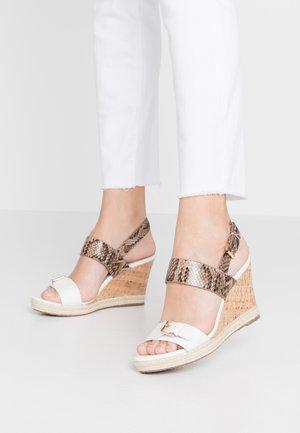 KENDYLL - Sandály na vysokém podpatku - white