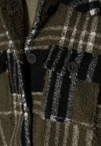 ONLY - ONLNEWCAMILLA SHACKET - Classic coat - kalamataas - 4