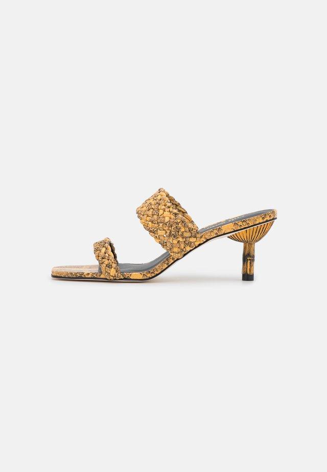 KAL - Pantofle na podpatku - canary