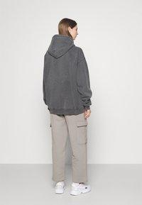 BDG Urban Outfitters - SKATE HOODIE - Felpa con cappuccio - charcoal - 2