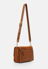PARFOIS - CROSSBODY BAG BALI - Across body bag - camel - 1