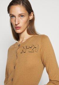 N°21 - Vest - camel - 4
