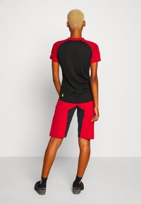 Zimtstern - TAILA EVO SHORT ´ - Short de sport - jester red/pirate black - 2