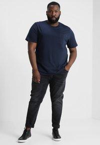 Jack & Jones - JJEPOCKET - Basic T-shirt - navy blazer - 1