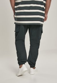Urban Classics - Pantaloni cargo - bottlegreen - 2