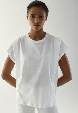 MIT ZIERFALTEN AN DEN SCHULTERN - Basic T-shirt - white