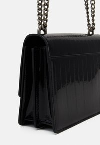 Kurt Geiger London - SHOREDITCH CROSS BODY - Across body bag - blackpatent - 3