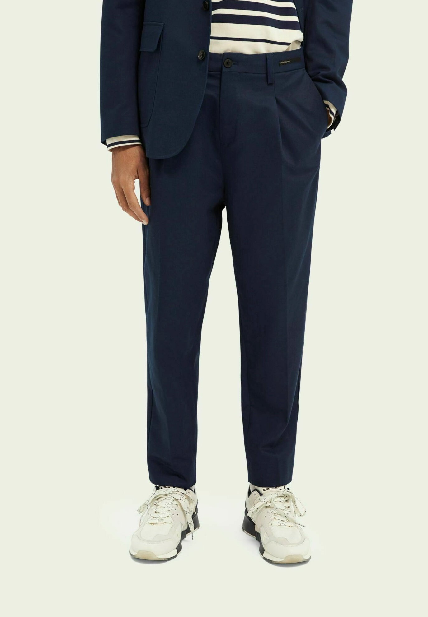 Herren PLEATED LOOSE TAPERED-FIT  - Chino