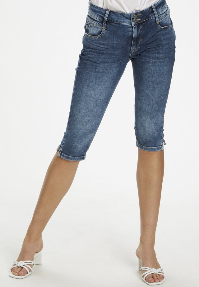 DHMALIKA - Farkkushortsit - medium blue wash