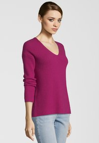 Princess goes Hollywood - MIT V-AUSSCHNITT - Maglione - berry - 2