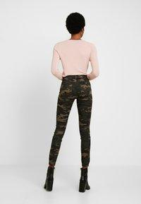 ONLY - ONLNINE ESTER LIFE - Trousers - peat/crocoblack - 3