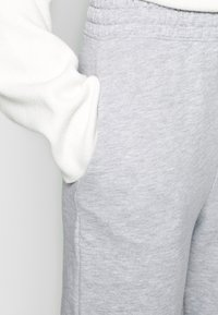 Missguided Tall - BASIC 2 PACK - Pantalon de survêtement - black/grey marl - 4