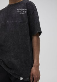 PULL&BEAR - T-shirt con stampa - mottled grey - 3