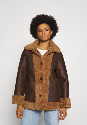 OLIVIA CONTRAST FRONT JACKET - Winter jacket - camello